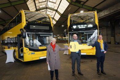 BVG Schlüsselübergabe neue Busse